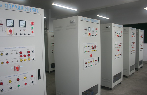 6,配电柜设有电压型漏电保护器和电流型漏电保护器,以确保操作者