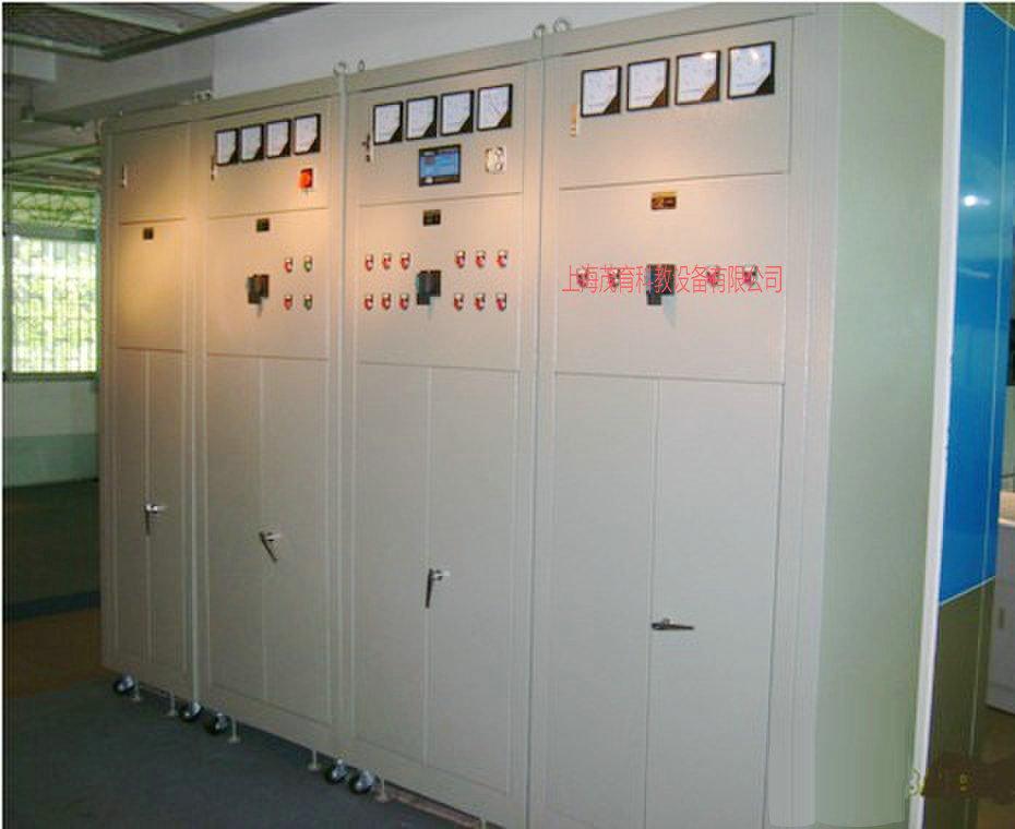 六、低压供配电技术实验装置实验内容: 1、电力变压器的认知实训 2、电压器件的认知实训 3、低压一次回路图的测绘实训 4、低压二次回路图的测绘实训 5、计量柜的接线实训 6、进线柜的接线实训 7、电容补偿柜的接线实训 8、出线柜的接线实训 七、MY-01A 低压供配电操作实训设备彩图:   八、低压柜由:计量柜、进线柜、补偿柜、出线柜四个柜体组成。 1、MY-01A-1教学低压计量控制实训柜 1)设备概述:主要由三相有功电能表、三相无功电能表、接线铜排等组成,用于计量线路中有功功率与无功功率。 2)技术参